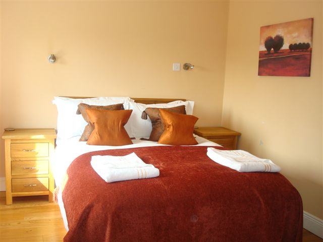 The Hen House, Bedroom 1, Decoy Country Cottages, Luxury self catering accommodation in Meath