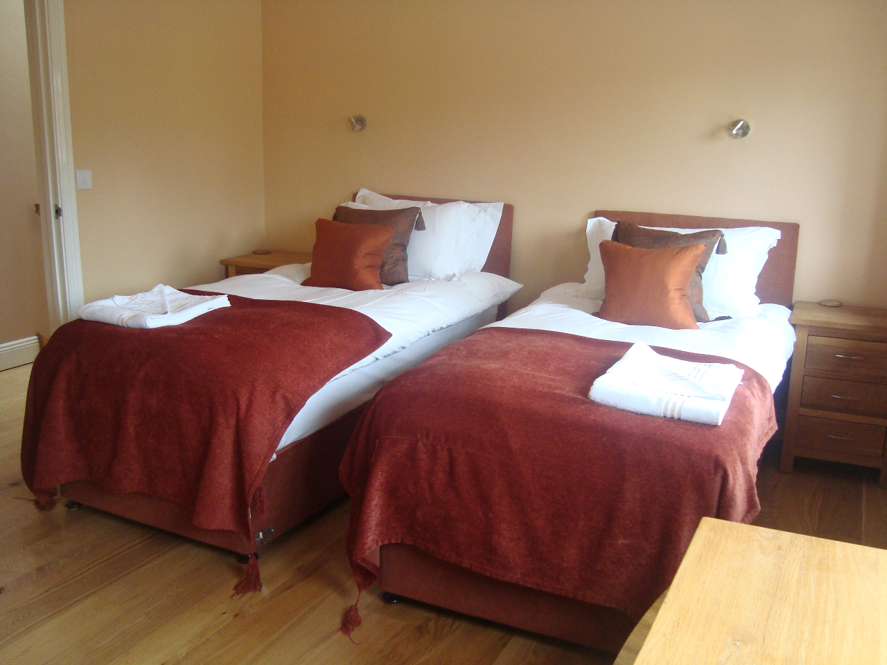 Twin Bedroom in The Loft, Decoy Country Cottages, luxury holiday homes