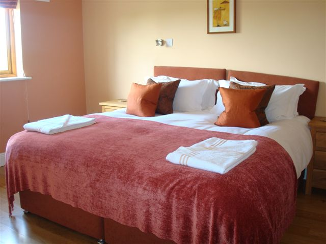 Decoy Country Cottages Bedroom 2. Luxury self catering accommodation in Meath